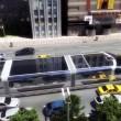 Bus del futuro passa sopra le auto10