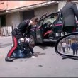 Catania, carabinieri presi a calci e pugni da folla3