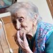 Emma Morano, 116 anni. E' single e mangia uova crude2
