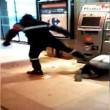 Francia, agente sicurezza picchia barbone inerme 8