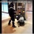 Francia, agente sicurezza picchia barbone inerme 7