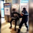 Francia, agente sicurezza picchia barbone inerme 6