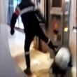 Francia, agente sicurezza picchia barbone inerme 4