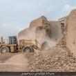 Isis distrugge con bulldozer mura antica3
