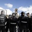 Roma: polizia carica con idranti manifestanti per casa10