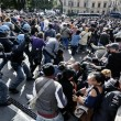 Roma: polizia carica con idranti manifestanti per casa5