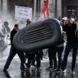 Roma: polizia carica con idranti manifestanti per casa4