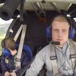 YOUTUBE In volo con Robbie, bimbo con sindrome di Williams 5