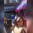 VIDEO YOUTUBE Londra, bus sfonda vetrina di un negozio FOTO 2
