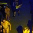 Polizia obbliga prostitute e clienti a girare nudi in strada 3