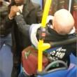 Uomo picchiato su bus Sei razzista3