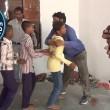 abbracci in un minuto: indiano nei Guinness
