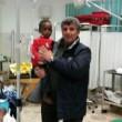 Bimba sbarca sola a Lampedusa tra le braccia di Pietro Bartolo04