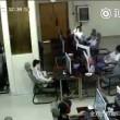 VIDEO Ragazzo folgorato in internet point: scarica da cuffie 4