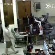 VIDEO Ragazzo folgorato in internet point: scarica da cuffie 5
