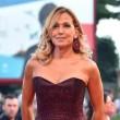 """YOUTUBE Barbara D'Urso """"di plastica"""" per Parisi: Tapiro oro"""