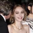 Lily Rose Depp piange braccata da paparazzi09