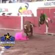 Toro incorna matador e lo lancia in aria3