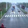 VIDEO YOUTUBE Camion sta per investirlo: il motociclista... 4