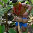 VIDEO Aprire una noce di cocco coi denti? Ecco il tutorial 2