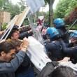 YOUTUBE Salvini a Bologna, polizia carica antagonisti4