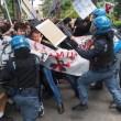 YOUTUBE Salvini a Bologna, polizia carica antagonisti2