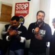 YOUTUBE Rossano, comizio Salvini: bloccato con martello e...2
