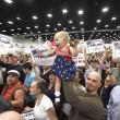 San Diego, scontri al comizio di Donald Trump: arresti FOTO09