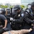 San Diego, scontri al comizio di Donald Trump: arresti FOTO16