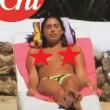 Belen Rodriguez dorme a bordo piscina senza... 01