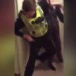 Poliziotti malmenati da due ragazzini di 15 e 16 anni2