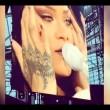 Rihanna piange interrompe concerto e scende dal palco2