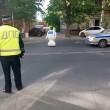 Robot scappa da centro ricerca e blocca traffico