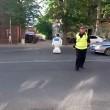 Robot scappa da centro ricerca e blocca traffico3