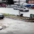 YOUTUBE Cina, uccide a coltellate la moglie in strada, in pieno giorno 2