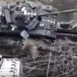 Tank su camion pilota combina un disastro, carro armato si ribalta2