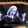 """YOUTUBE Adele a Verona sgrida la fan: """"Smetti di filmare"""""""