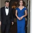 """Kate Middleton in blu alla serata di beneficenza. """"Troppo magra"""" FOTO"""