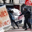 YOUTUBE Parigi: scontri manifestanti-Polizia per Jobs Act5