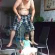 Mai lasciare figli e neonati da soli con i papà 14