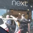 Auto sotto al sole con bambino all'interno clienti centro commerciale chiamano polizia3