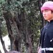 Bimbi afghani puntano pistola a prigionieri Isis7