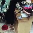 Commessa e proprietario, atti osceni nel negozio2