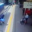 Intrappolata con mano nella porta del treno: trascinata per 9 metri2