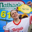Mangia 70 hot dog in 10 minuti: il record di Joey Chestnut8