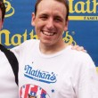 Mangia 70 hot dog in 10 minuti: il record di Joey Chestnut6