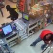 Strappa fucile a rapinatore commesso eroe negli Usa3
