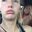 Vespa in auto: i volti terrorizzati delle 2 ragazze al rallentatore6