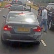 Violenta lite per strada: picchia automobilista da finestrino5