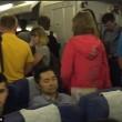 YOUTUBE Volo ritarda 7 ore: passeggera a bordo vuole divorziare 2